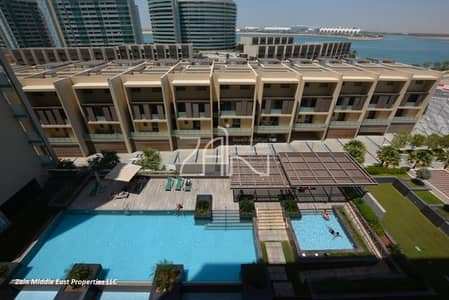 Pool and Sea View 1 BR Apt with Balcony
