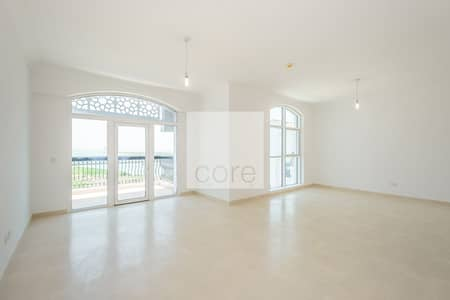 Bright apartment unobstructed sea views