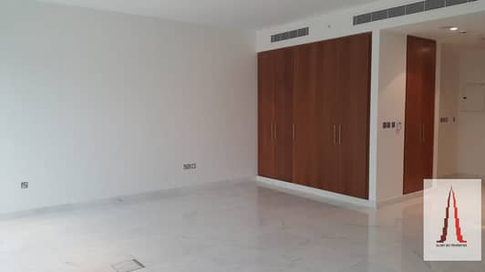 Large and spacious Studio for rent in Central Park