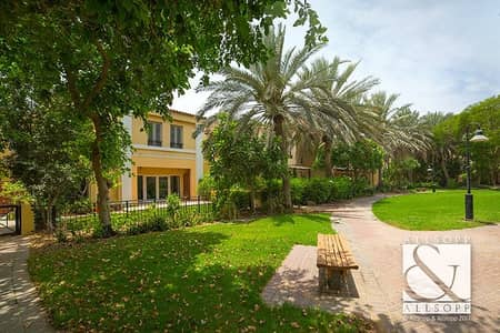 Immaculate 4 Bed Townhouse Opposite Pool