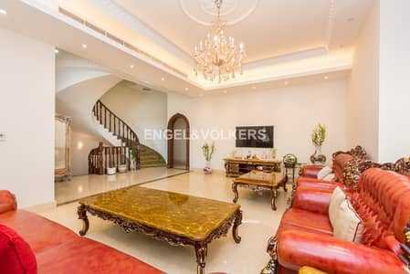 7 Bedroom Villa for Sale in Umm Suqeim, Dubai - Luxury Villa Right Next To Seafront & Park