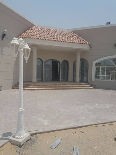 4 Bedroom Villa for Rent in Al Khawaneej, Dubai - nice villa for rent in khawaneej single story : 4 bedroom master with surface block