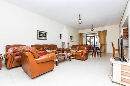 2 Bedroom Flat for Rent in The Greens, Dubai - A Large 2 Beds Fully Furnished Apartment