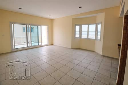 Stunning One Bedroom Apartment With Pool View