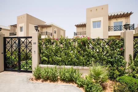 OUTSTANDING QUALITY, FAMILY VILLA, BUILT UP COMMUNITY, DOWNTOWN VIEW!!!!