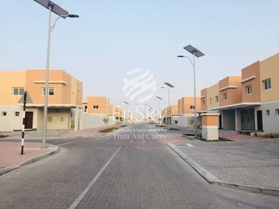 3 Bedroom Villa for Sale in Al Samha, Abu Dhabi - Single Row Pool And Street View in a Good Location