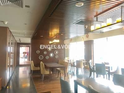 Shop for Rent in Deira, Dubai - Busy Food Hub Restaurant|No Key|Furnished