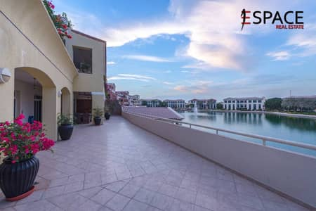 Perfect Location - Overlooking Pool and Lake