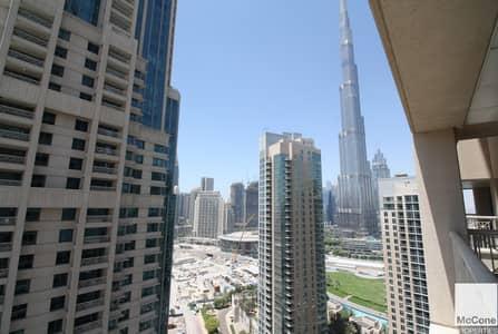 Stunning Full Burj Khalifa and Pool View