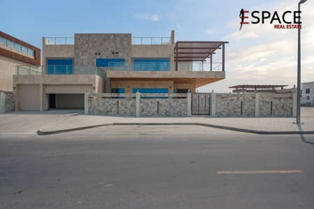 5 Bedroom Villa for Sale in Pearl Jumeirah, Dubai - Freehold Villa with Stunning Custom Made Finishings