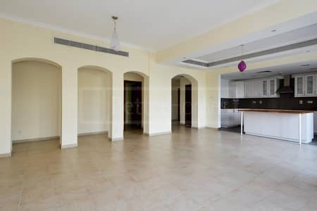 2 Bedrooms   Upgraded Kitchen   Vacant