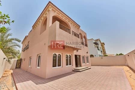 فیلا  للبيع في الفيلا، دبي - Customized  5BR Villa with Excellent Interiors