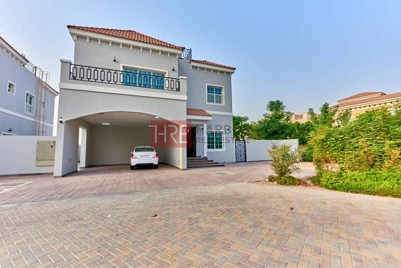 18 Custom-built Villa with Pool and Landscape Garden