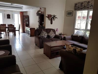 4 Bedroom Villa for Rent in The Lakes, Dubai - Living