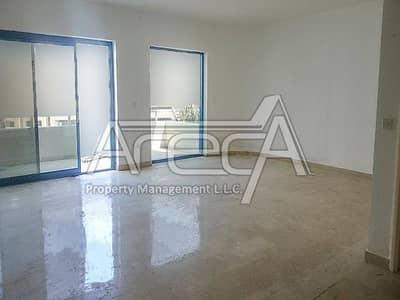 Splendid 3 Bed Apt with Parking and Maid Room in Al Khalidiya