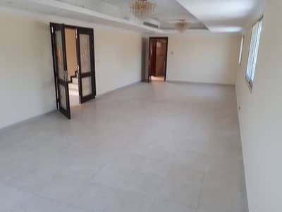 HUGE 4 BEDROOM HALL VILLA WITH FULL CENTRALIZE SERVICE ( AMERICAN FORMED )