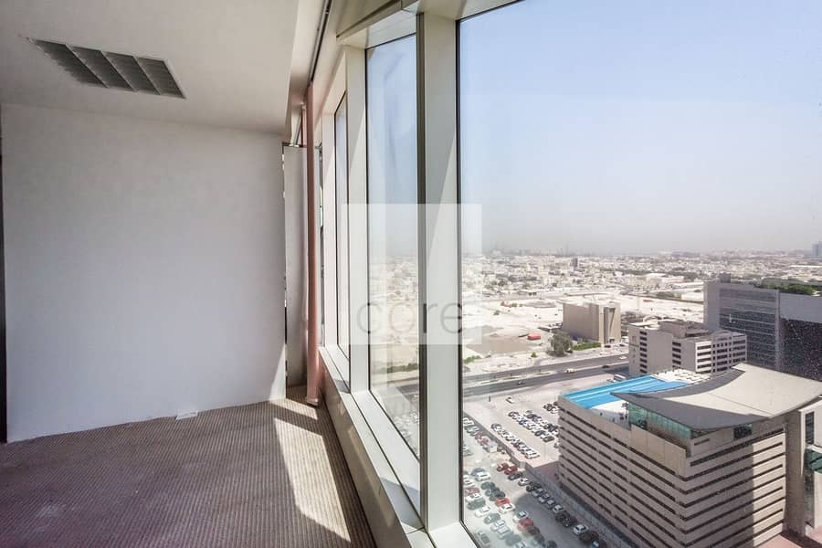 High floor fitted office vacant in Nassima