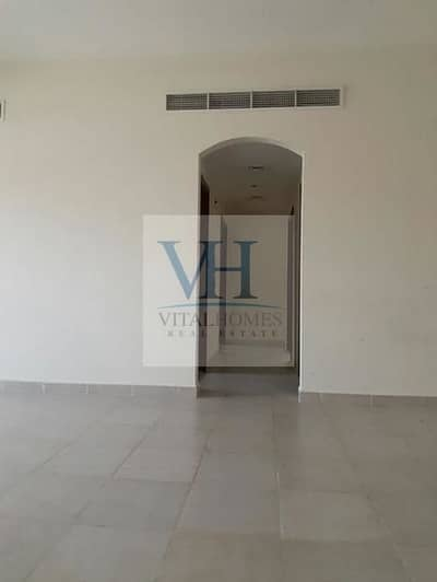 AMAZING 2BHK WITH BALCONY CLOSE TO EMIRATES MALL READY TO MOVE IN