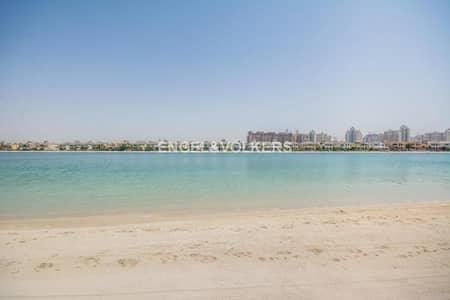 4 Bedroom Villa for Sale in Palm Jumeirah, Dubai - Exclusive and Upgraded Atrium Entry Villa