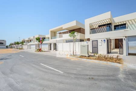 Villa for Sale in Yas Island, Abu Dhabi - Luxurious villa with large space West Yas