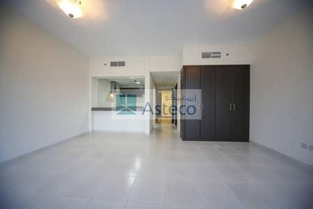 Studio for Rent in Dubai Marina, Dubai - Bright 3-BR 4-Baths Penthouse with AC Free