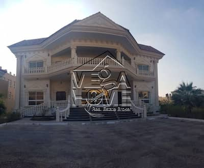 EXCLUSIVE! VIP 6 Master Bed w Driver Room&Kitchen Outside