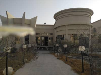 3 Bedroom Villa for Rent in Al Khawaneej, Dubai - فيلا في الخوانيج ثلاث غرف ومجلس وصاله وغرفه طعام وحديقة وبراكن