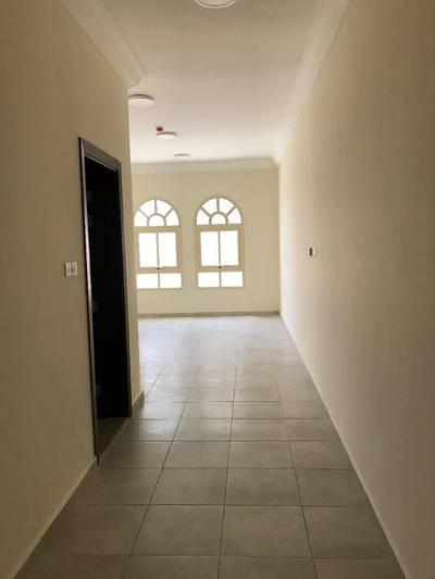فیلا 2 غرفة نوم للايجار في فلج هزاع، العین - فیلا في فلج هزاع 2 غرف 42000 درهم - 3523038