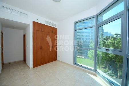 2 Bedroom Apartment for Sale in Dubai Marina, Dubai - Great deal! 2Br+maids and storage at 1.4