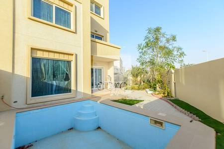5 Bedroom Villa for Sale in Al Reef, Abu Dhabi - 5 bed villa w/ garden view | Arabian Style
