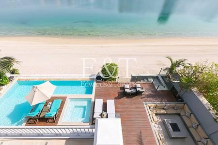 5 Bedroom Villa for Sale in Palm Jumeirah, Dubai - Remarkable 3 storey Med Atrium Entry