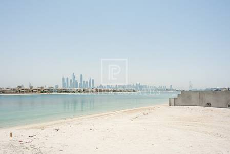 Plot for Sale in Palm Jumeirah, Dubai - Marina facing plot. Excellent location