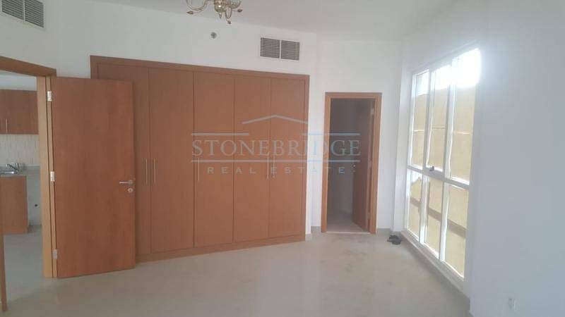 Spacious One Bedroom Apartment In Lakeside Tower IMPZ