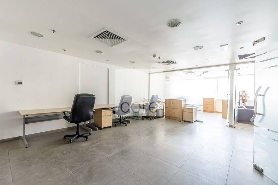 2 Fitted office on mid floor in HDS Tower