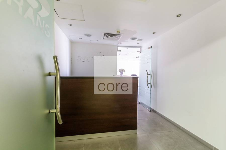 10 Fitted office on mid floor in HDS Tower