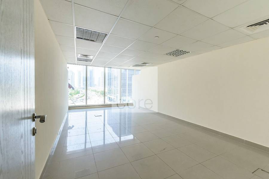 Fitted office on low floor in Dubai Arch