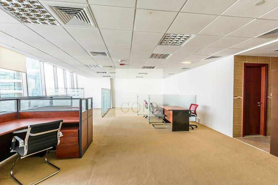 2 Fitted office with lake view in Tiffany