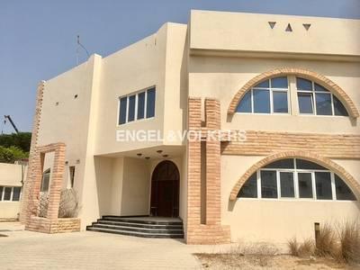 Villa for Rent in Umm Suqeim, Dubai - Facing Main Road | Easy Viewing | Vacant