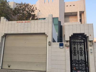 4 Bedroom Villa for Rent in Al Karamah, Abu Dhabi - Well Maintained 4 Bedroom Villa with Maid's room in Karama