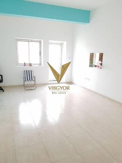 2 Bedroom Apartment for Rent in Dubai Residence Complex, Dubai - Large Vacant 2 Bedroom Apt - Ajmal Sarah