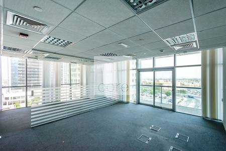 Office for Rent in Jumeirah Lake Towers (JLT), Dubai - Fitted Office SpaceI Balcony I Low Floor