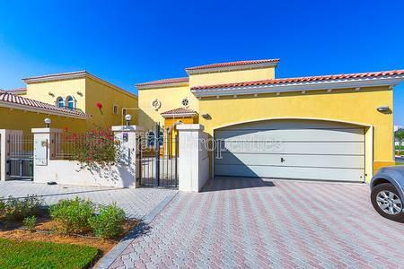 3 Bedroom Villa for Sale in Jumeirah, Dubai - 3 BR + Maid's with Garden|Prime Location