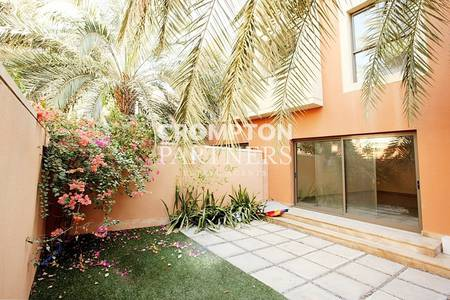 4 Bedroom Villa for Rent in Abu Dhabi Gate City (Officers City), Abu Dhabi - Pools and Beach