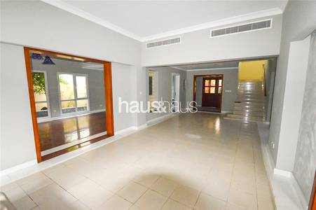 5 Bedroom Villa for Rent in The Meadows, Dubai - Fully Upgraded | Great Location | Vacant