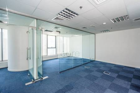 Office for Sale in Jumeirah Lake Towers (JLT), Dubai - Fitted Office I Mid Floor I Lake Views
