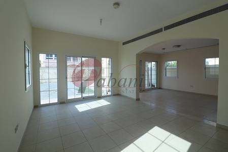 Good Location Facing Nakheel Mall 2 bed Villa