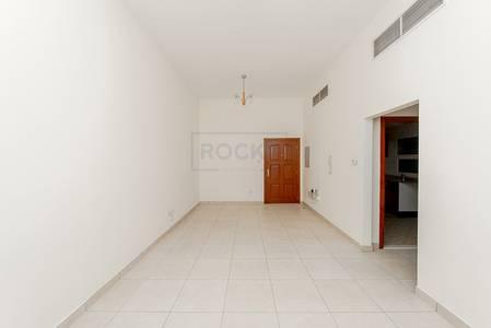 2 Bedroom Flat for Rent in Bur Dubai, Dubai - Spacious 2 Bedroom Apartment with Central  A/C | Bur Dubai