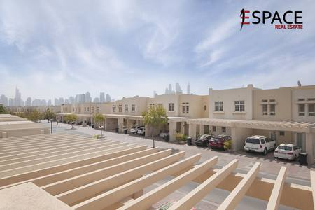 3 Bedroom Villa for Sale in The Lakes, Dubai - Excellent Condition - Community View