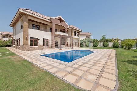 6 Bedroom Villa for Rent in Jumeirah Islands, Dubai - Beautiful Mansion | Center of Community