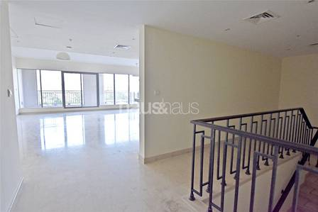 3 Bedroom Villa for Rent in Downtown Dubai, Dubai - Huge Space| Wooden Flooring| 3 BR +Maids